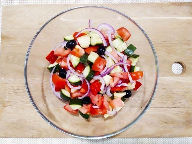 Солим греческий салат