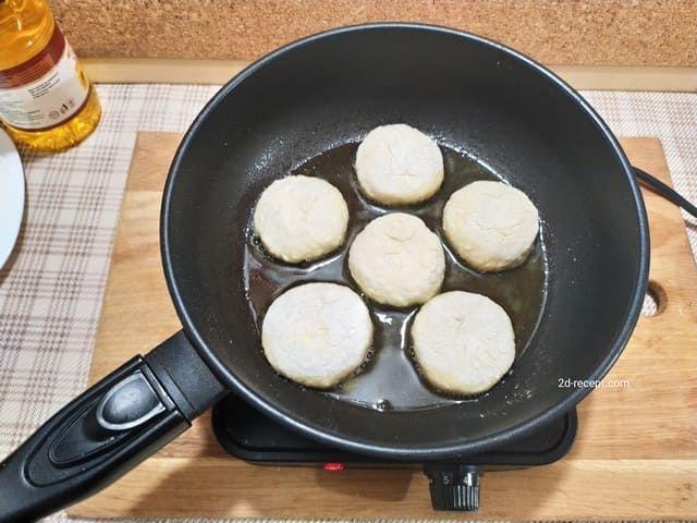 Творожные сырники на сковороде