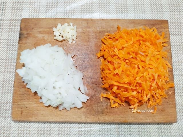 Морковь, лук и чеснок для супа