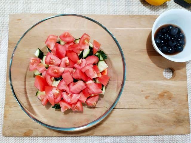 Помидоры в греческом салате