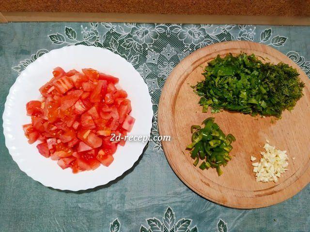 Помидоры, зелень, чеснок и перец