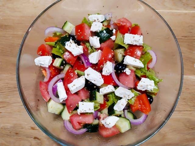 Салат по гречески с фетаксой
