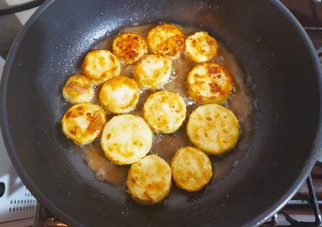 Жарим кабачки на сковороде
