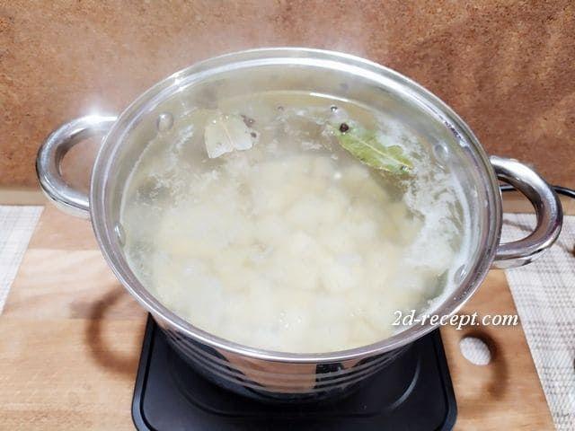 Варим картошку для супа