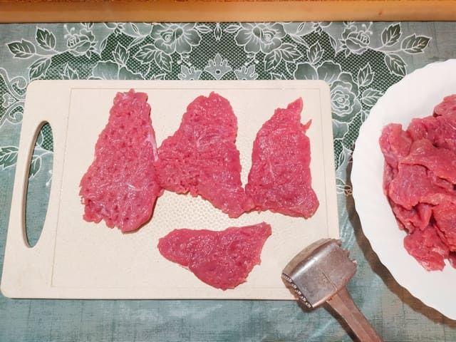 Отбиваем говядину