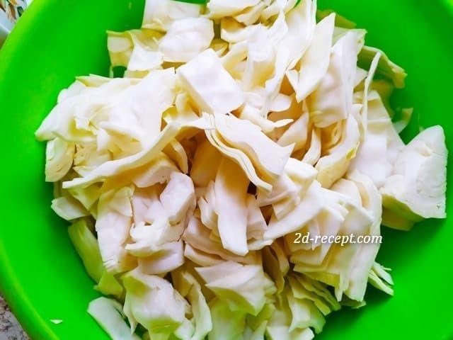 Нарезаем капусту для маринования