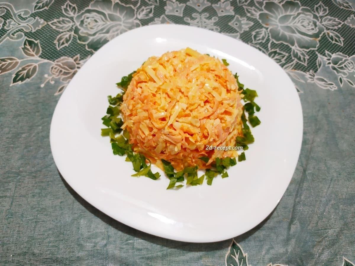 Салат с морковью, чесноком и сыром