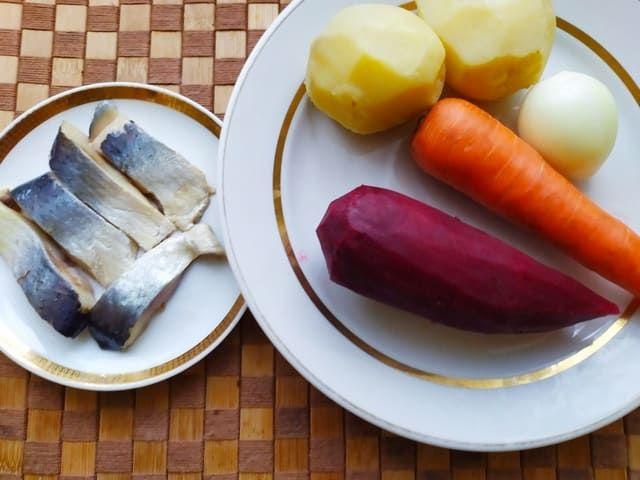 Ингредиенты для закуски с селедкой