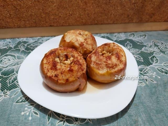 Печеные яблоки с медом и корицей