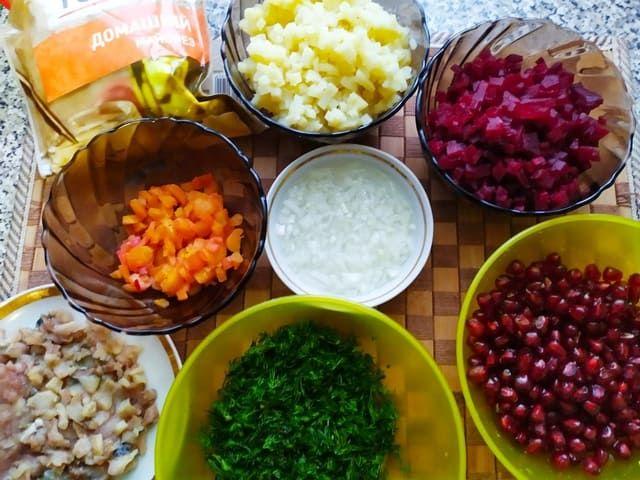 Продукты для закуски с сельдью