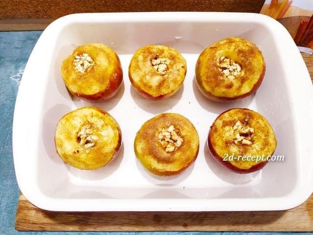 Яблоки с медом и орехами в форме