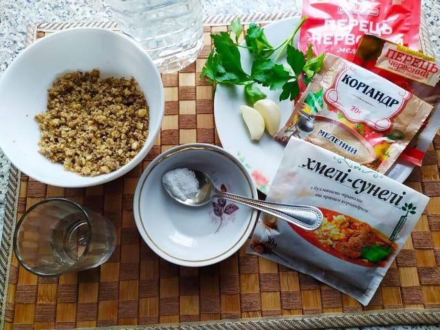 Ингредиенты для баклажанов с орехами