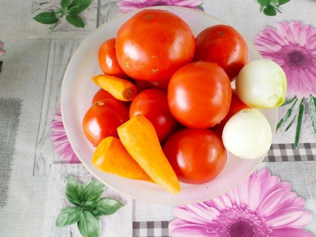 Помидоры, морковь и лук