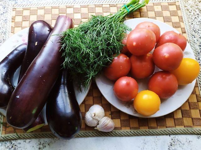 Ингредиенты для баклажанов с помидорами