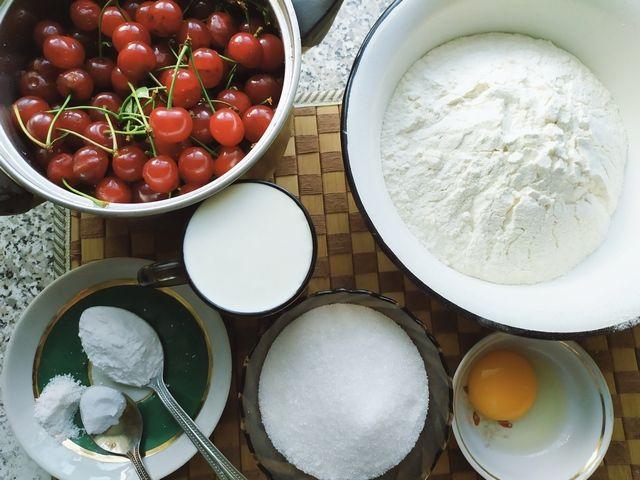 Ингредиенты для вареников с вишней
