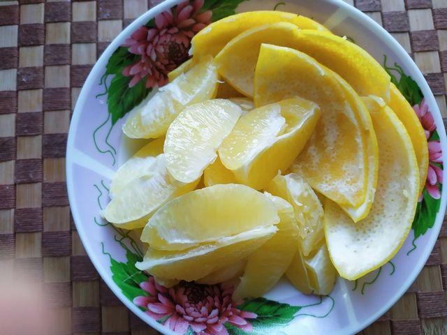Лимоны для пирога очищенные и цедра